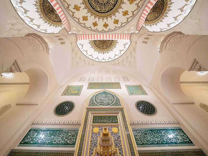 inside sharjah mosque biggest