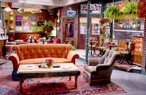 Friends Couch Goes On Tour Esquire Middle East