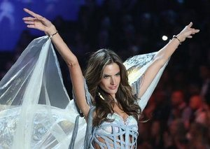 Victoria's Secret Fashion Show: Behind the scenes