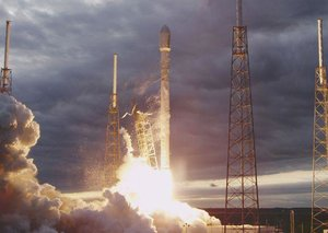 SpaceX successfully launches (and lands) Falcon 9 rocket