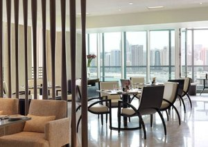 The Four Seasons Abu Dhabi means business (lunch)
