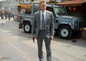 Daniel Craig achieves James Bond first thanks to hair transformation