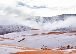 The shots of snow falling in the Sahara look photoshopped