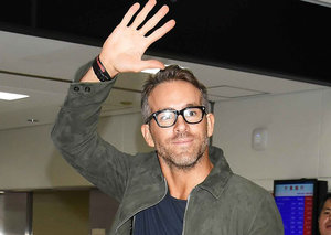 Ryan Reynolds has mastered airport style