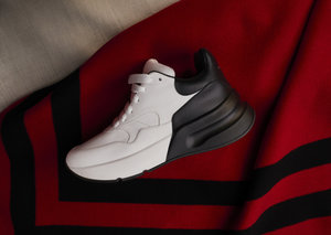 Alexander McQueen introduce the oversized runner