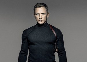 Daniel Craig is back in the gym training for James Bond after injury