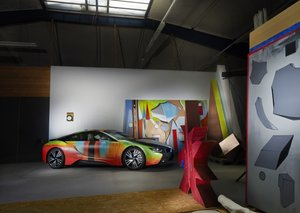 Painter borrows friend's BMW i8 and re-paints it green and red