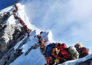 Does Everest have an overcrowding issue that's causing deaths?