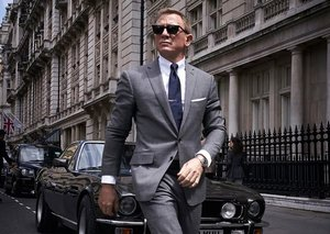 Daniel Craig's James Bond knows to how to rock a suit
