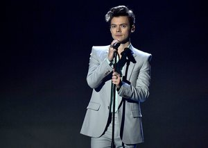 Harry Styles might be playing Elvis in new biopic