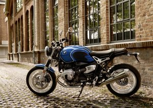BMW celebrates the 50th anniversary of 5-series with R nineT /5