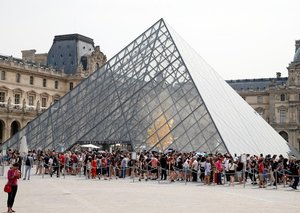 Paris' Louvre makes reservations mandatory for all visitors