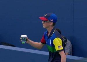 Venus Williams' mid-match coffee order led to an awkward ball boy moment