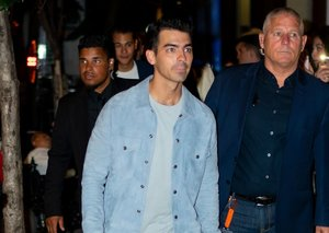 Joe Jonas knows how to pull off white jeans