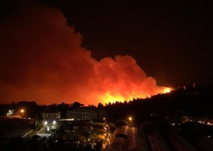 Massive fire sweeps through Lebanon's Chouf mountains