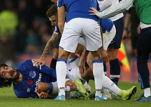 Everton's Andre Gomes suffers ankle injury so bad it traumatised both teams