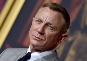 Daniel Craig's suit isn't very 007 at all
