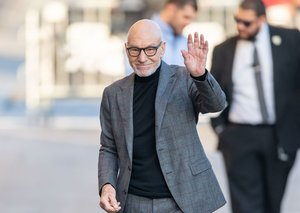 Let's all pause to appreciate Patrick Stewart's excellent deployment of the turtleneck
