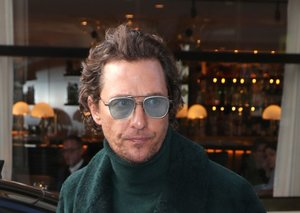 Matthew McConaughey's super-cozy fit is extremely all right