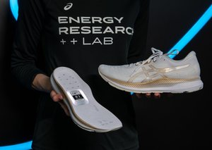Asics smart shoes puts a tracker on your feet