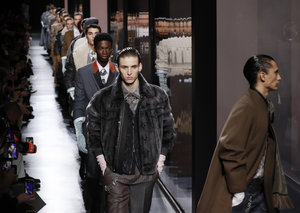 Dior channels high-end English chic in Paris men's show
