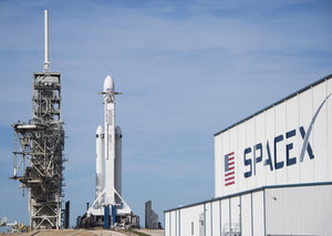 SpaceX just launched its final unmanned spacecraft