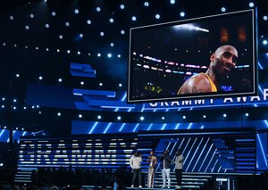 Alicia Keys opened the 2020 Grammys with a thoughtful dedication to Kobe Bryant