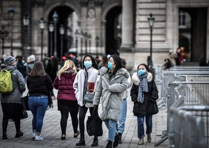 The Louvre in Paris closes due to coronavirus fears