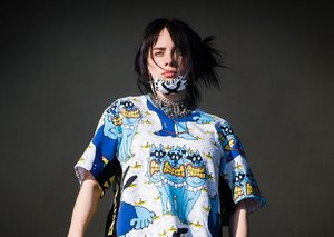 Billie Eilish removed her baggy clothes at a concert in a revolutionary statement