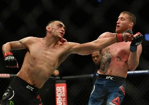 Justin Gaethje overcomes Tony Ferguson to claim interim UFC lightweight title during Covid-19 lockdown