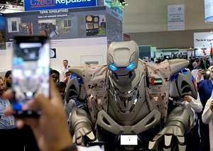 No, the King of Bahrain does not have a robot bodyguard