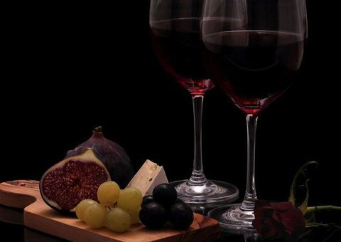 Exclusive discount for wine and cheese night at The Ivy