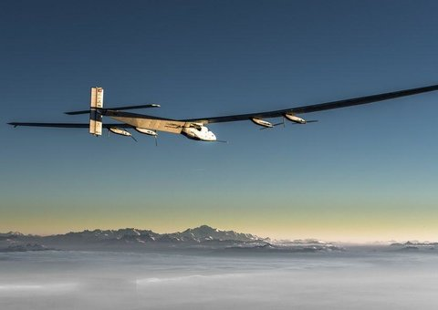 How a solar-powered plane flew around the world