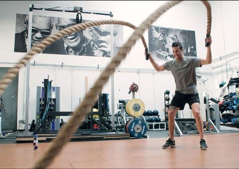 How do F1 drivers train in the off season?