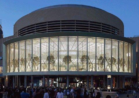Apple opens Dubai Mall store