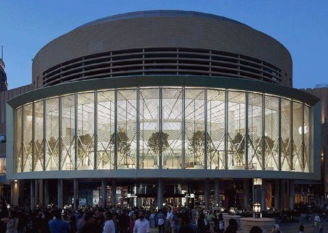 Apple opens Dubai Mall store