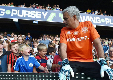 Jose Mourinho plays in goal 4 Grenfell