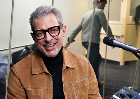 Jeff Goldbloom can't stop looking stylish