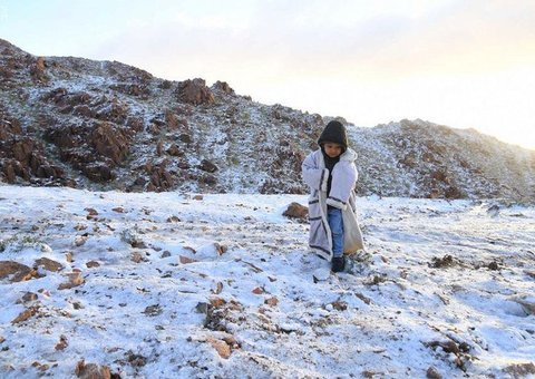 It's snowing in Saudi Arabia