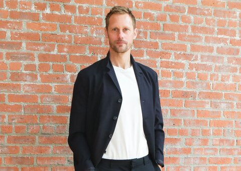 Alexander Skarsgård rocks the perfect summer blazer