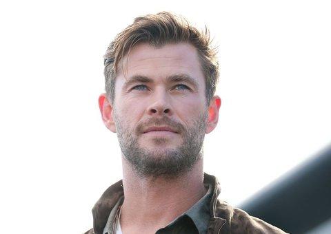 Chris Hemsworth proves layering isn't just for winter