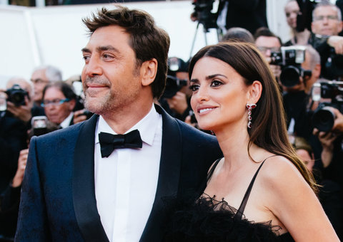 According to Penelope Cruz, tech is 'making our brains explode.'