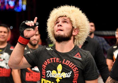 Watch Khabib Nurmagomedov choke Dustin Poirier into submission at UFC 242 in Abu Dhabi