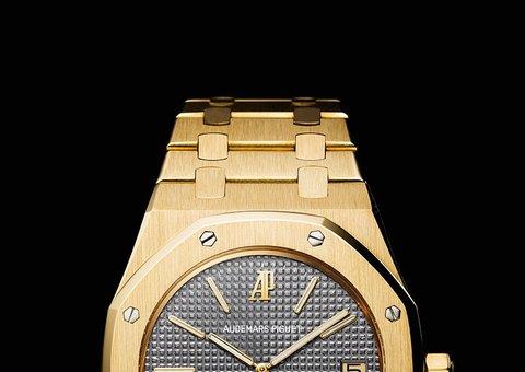 Justin Bieber flaunted his new classic Audemars Piguet Royal Oak watch at his wedding