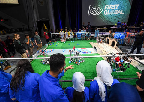 1,500 students attend Dubai's robot-building competition to save our oceans