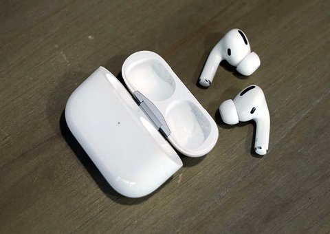 Apple AirPods Pro Review: Big sound in a stubby package