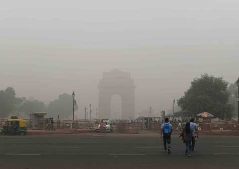 Indian capital Delhi comes to a standstill after toxic smog envelops city