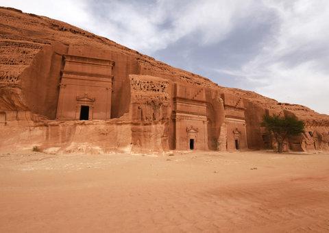 Saudi Arabia will lift all travel restrictions on January 1