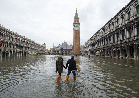 These photos show Venice completely under water