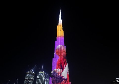 Video: World's tallest building paid tribute to Kobe Bryant